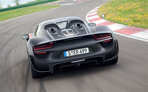 Porsche 918 Spyder Rear View Photo 19