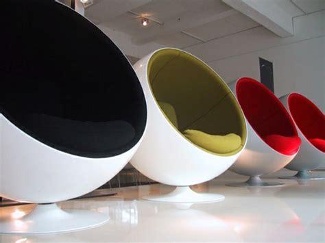 chaise de bureau ronde le fauteuil boule un meuble de déco et de détente archzine fr