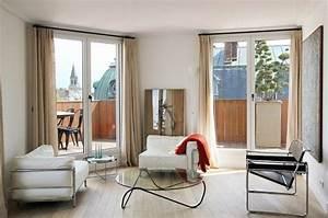 Gardinen Große Fenster : bodenlange lichtdurchl ssige gardinen und gro e fenster bei niedriger zimmerdecke f rs haus ~ Orissabook.com Haus und Dekorationen