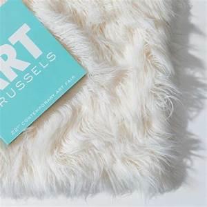 Tapis Shaggy Blanc : tapis sur mesure blanc de luxe shaggy en fausse fourrure par ligne pure ~ Teatrodelosmanantiales.com Idées de Décoration
