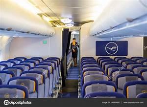avion airbus a380 lufthansa l intrieur de l htesse de
