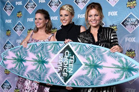 'fuller House' Wins Choice Comedy Tv Show At Teen Choice