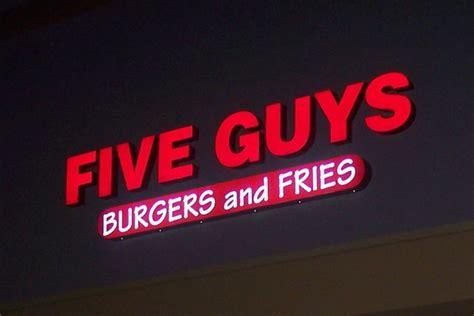 FIVE GUYS BURGER AND FRIES - Paris