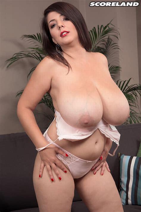 Busty Newcomer Lara Jones Presens Her Mouthwatering Boobs
