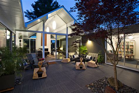 House With Courtyard by Interior Courtyard Surrounded By 4 Gables House By Klopf