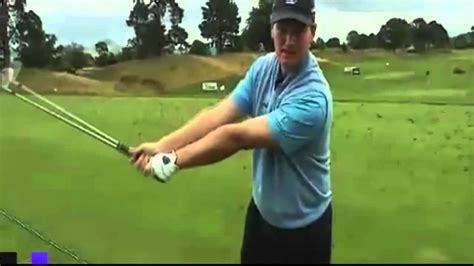 basic golf swing ernie els teaches some golf swing basics