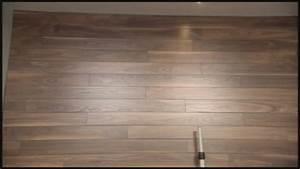 Plancher Flottant Pose : rev tement de plancher flottant pos au mur le truc design ~ Premium-room.com Idées de Décoration