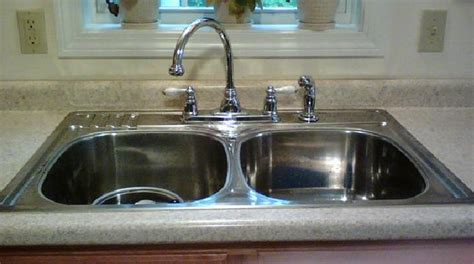 comment nettoyer l inox cuisine l 39 astuce imparable pour faire briller un évier en inox