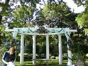 Wedding pergola decorated for ceremony wedding for Decorating a trellis for a wedding