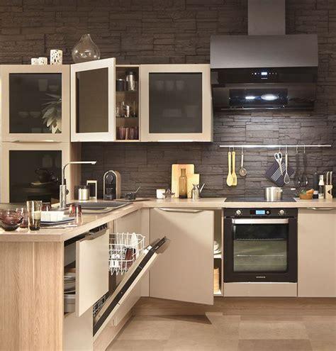 meuble de cuisine avec porte coulissante cuisine verrire lumineuse avec carrelage mtro