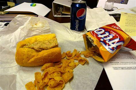 manger au bureau manger au bureau c 39 est mauvais pour la créativité