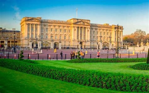 Buckingham palace is recognised around the world as the home of the queen, the focus of national and royal celebrations as well as the backdrop to the regular changing the guard ceremony. Buckingham Palace admission - Only | Tickets.co.uk