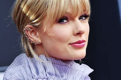 Taylor Swift Unveils Some Enviable Quarantine Knitwear ...
