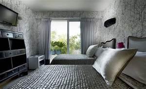 tapeten im schlafzimmer 26 wohnideen fur akzentwand With balkon teppich mit tapete schlafzimmer edel