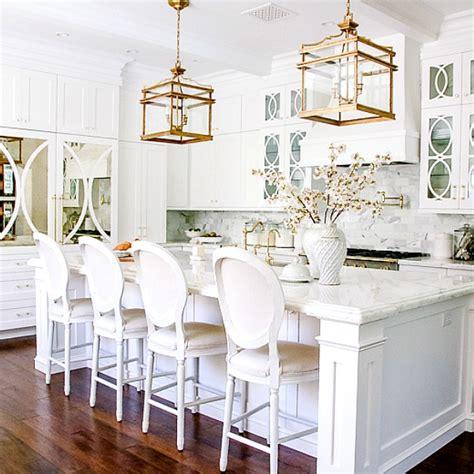 dark  light kitchen    elegant white