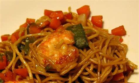 pates chinoises aux crevettes recette du saut 233 de crevettes et p 226 tes chinoises au macis