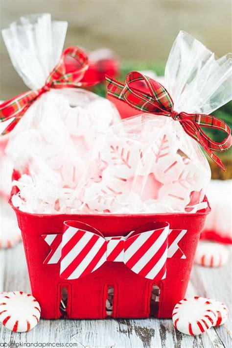 creative diy gift basket ideas   holiday hative
