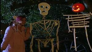 Halloween Deko Aus Amerika : halloween deko mit kindern basteln skelette aus waldholz youtube ~ Markanthonyermac.com Haus und Dekorationen