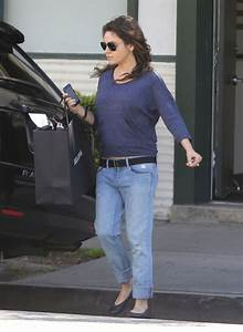 semi exclusive mila kunis shopping in beverly