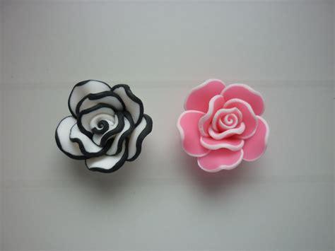 pate fimo fleur 2 perles fleur en p 226 te fimo perles en p 226 te polym 232 re fimo par hybboo sur alittlemercerie
