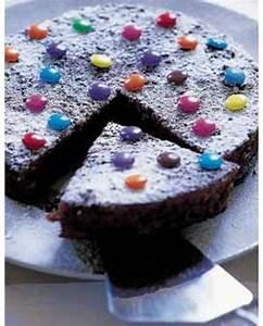 Décorer Un Gateau Au Chocolat : gateau au chocolat d cor aux smarties pour 6 personnes recettes elle table ~ Melissatoandfro.com Idées de Décoration