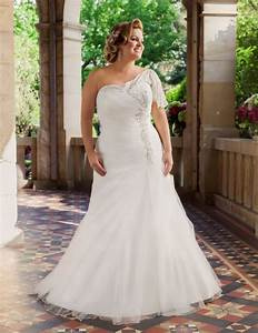 curvy bride with gorgeous wedding dress sang maestro With wedding dresses for curvy women