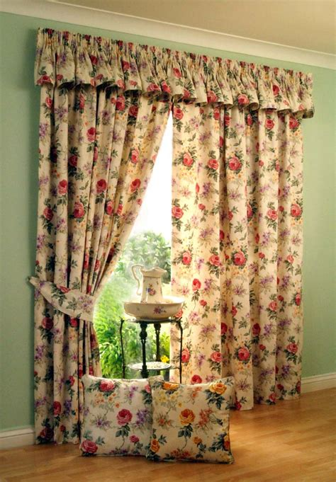 4 kinds of vintage window curtains