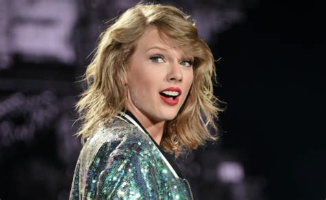 Taylor Swift gets stuck on catwalk   The West Australian