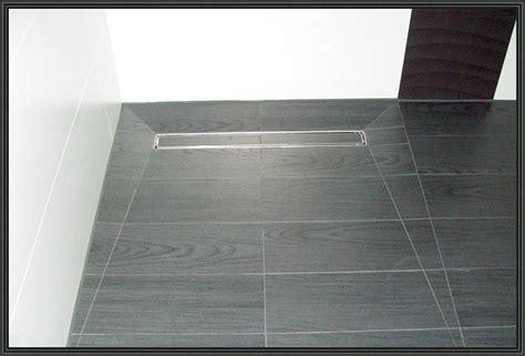 Dusche Mit Ablaufrinne by Bodenfliesen F 252 R Begehbare Dusche