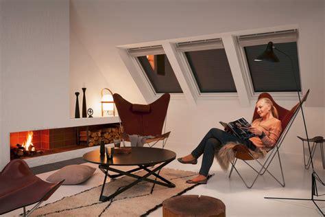 Dachdaemmung So Sperren Sie Die Kaelte Aus by Velux Rolll 228 Den F 252 R Dachfenster Verbessern Die W 228 Rmed 228 Mmung