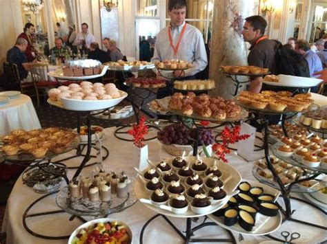 prix d une chambre au carlton cannes buffet lunch desert selection photo de
