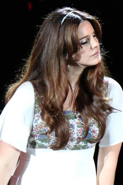 Lana Del Reys Hairstyles And Hair Colors Steal Her Style