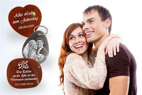 geschenke zum jahrestag romantische ideen tipps