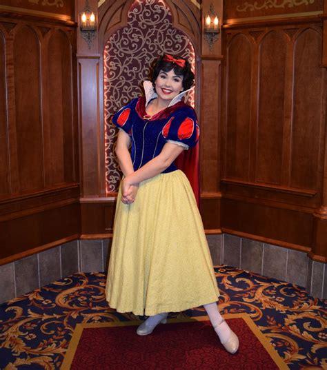 royally good guide meeting princesses disneyland theme park