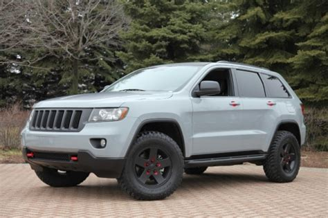 2011 jeep grand cherokee tires six jeep models get the mopar makeover for 2011 safari in