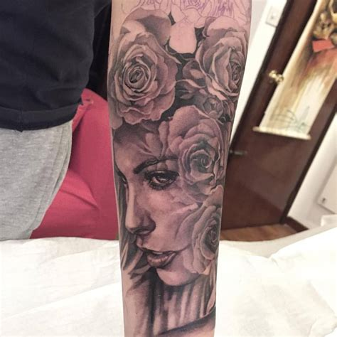 beautiful forearm rose tattoos
