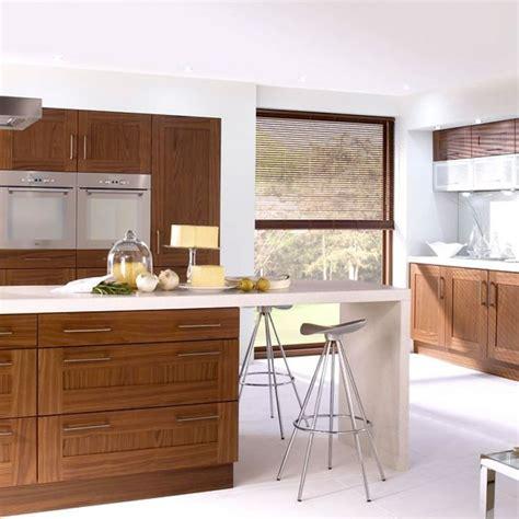 walnut shaker kitchen cabinets 24 best kitchen island ideas images on kitchen 6996