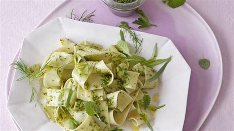 pasta mit  kraeuter pesto rezept essen und trinken