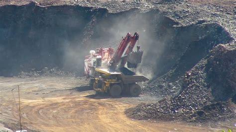 worlds largest excavator  work   hull rust  hibbingmn youtube