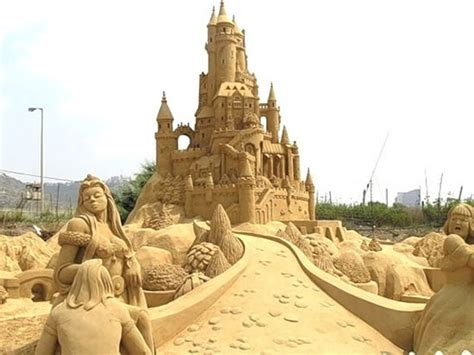 30 Amazing Sand Sculptures