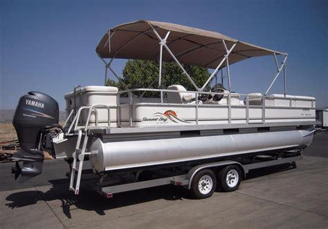 Bay Pontoon Boats by 2007 Used Crest Maurell Sunset Bay 25 Pontoon Boat For