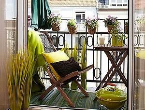 Table Pour Petit Balcon : am nager son balcon avec de la couleur deco ~ Melissatoandfro.com Idées de Décoration