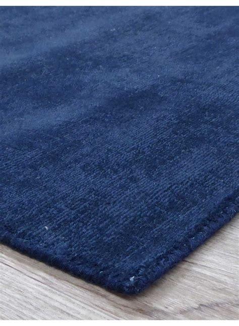 tapis salon en pure laine clip bleu marine
