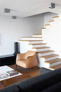 Contre Marche Deco : escalier 2 quarts tournant marche en bois contre marche blanche pas de garde corps escalier ~ Dallasstarsshop.com Idées de Décoration