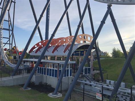 maxx force roller coaster station  queue  joseph