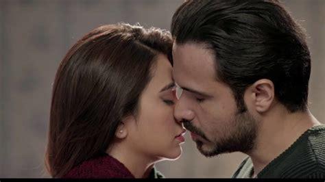 actress kiss fb kissing king emraan hashmi photos images pics doing kiss
