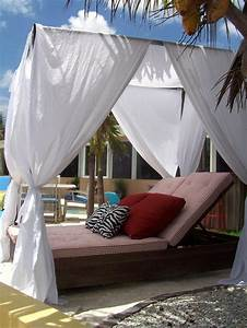 Diy projects to make any backyard into a staycation for Diy canopy bed from pvc pipes
