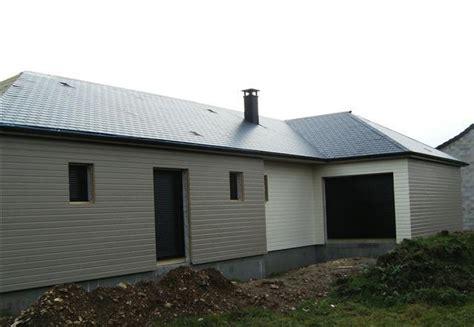 maison construite en ossature bois avec bardage de couleur