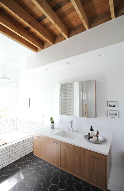 farmhouse bathroom floor modern farmhouse bathroom simply grove bloglovin Modern