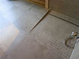 Dusche Bodengleich Fliesen : gro e fliesen in betonoptik im badezimmer fliesen fieber ~ Markanthonyermac.com Haus und Dekorationen